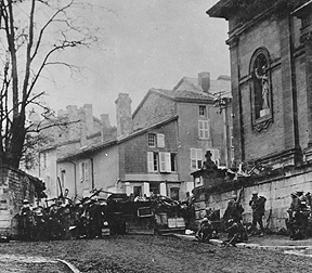 [Soldiers of the 353rd Infantry near a church at Stenay, Meuse in France.]